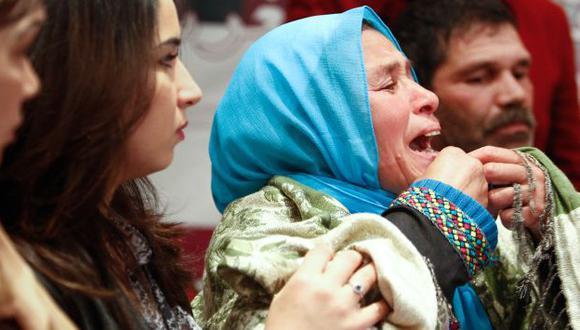 Madre de Amina Filali exigió que se derogue medida tras suicidio de su hija. (AP)