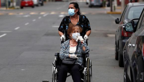 Los expertos también afirman que muchos de estos pacientes recuperados del COVID-19 también enfrentan dificultades frente a la sociedad. (Foto: EFE)