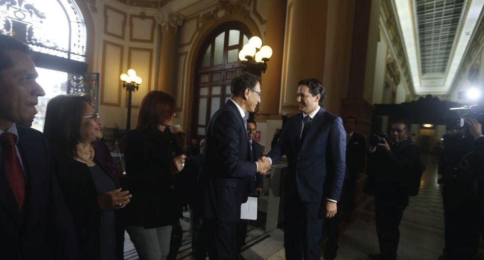 Martín Vizcarra se reúne con Daniel Salaverry en el Congreso para entregar proyectos de reforma. (Mario Zapata / Perú21)