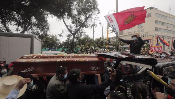 Insólito. Los restos de Sacarías Meneses fueron llevados por seguidores de Perú Libre a las inmediaciones del JNE, en el Centro de Lima. (Foto: GEC)