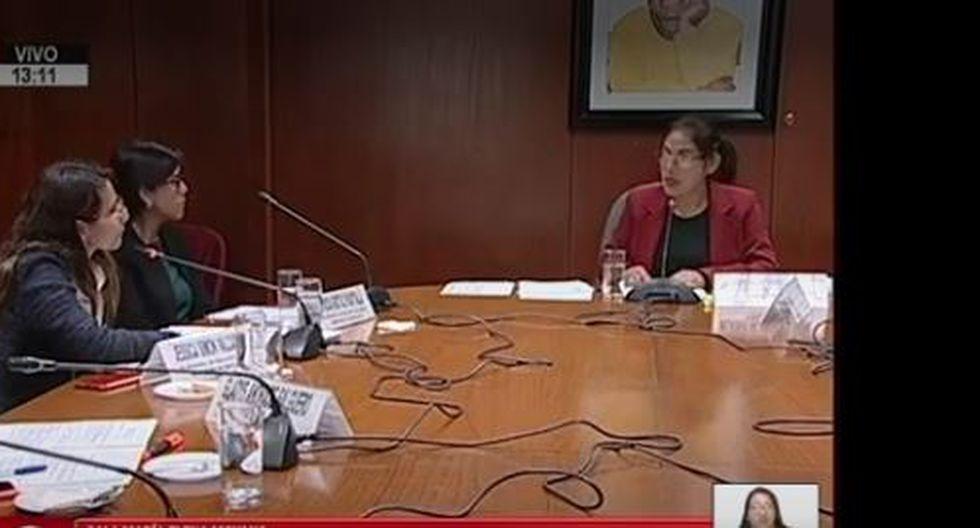 Congresista fujimorista tuvo actitud prepotente con las educadoras Patricia Gastulo Huaytalla y Jessica Simón Valcárcel. (Captura)