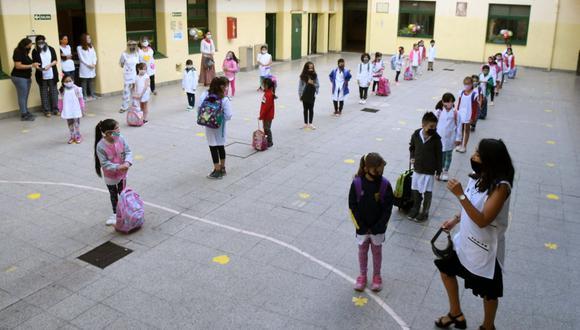 Alberto Fernández anunció la semana pasada que suspendía las clases presenciales por 15 días en la zona metropolitana de Buenos Aires. (Foto: DANIEL DABOVE / TELAM / AFP)