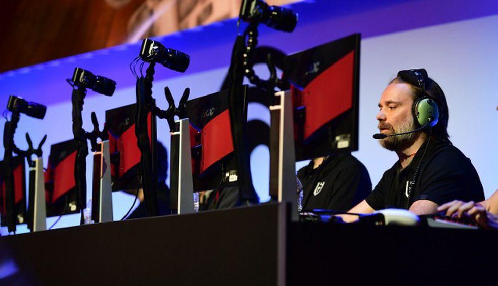 """Gamers juegan """"Tom Clancy's Rainbow Six Seige"""" de Ubisoft en la Electronic Entertainment Expo 2019. (Foto: AFP)"""