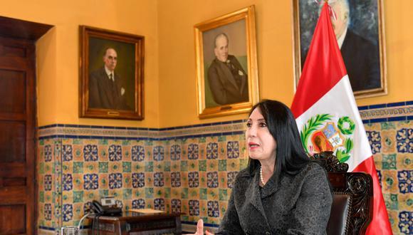El objetivo es solucionar el tema en discusión en el proyecto final de contrato que aún queda pendiente de suscripción, sostuvo Elizabeth Astete. Foto: Andina