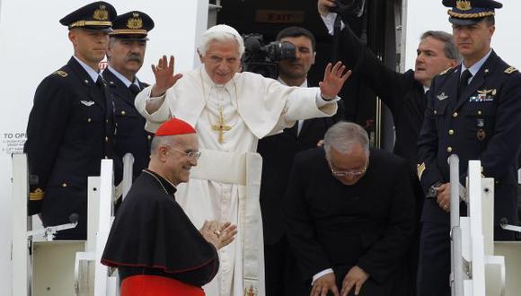 SIN RESPIRO. Mientras Benedicto XVI cumplía una actividad pública, la prensa divulgaba más cartas. (Reuters)