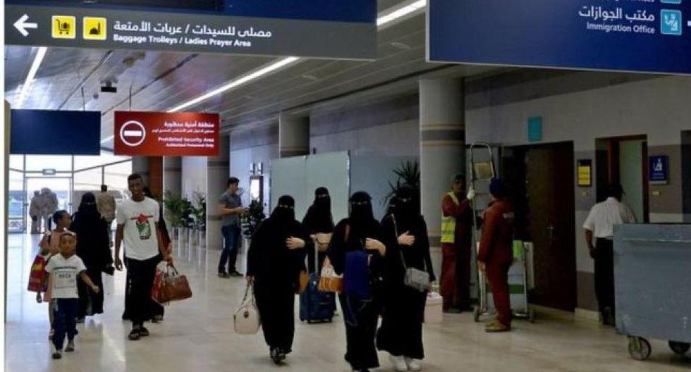 La medida ahora otorga a las mujeres los mismos derechos que los hombres para viajar. (Foto: AFP)