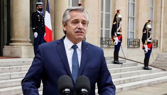 El presidente de Argentina, Alberto Fernández, dando declaraciones desde el Palacio del Elíseo, en París. (Foto de Ludovic MARIN / AFP)