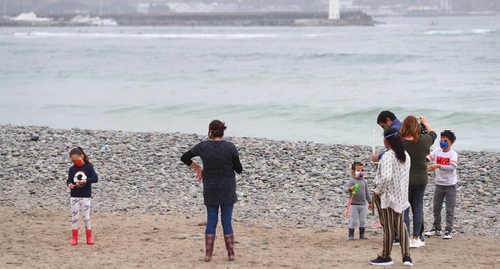 Un grupo de personas llegó este sábado a las playas de la Costa Verde para realizar distintos deportes y pasear con miembros de la familia. (Fotos: Hugo Curotto/ @photo.gec)