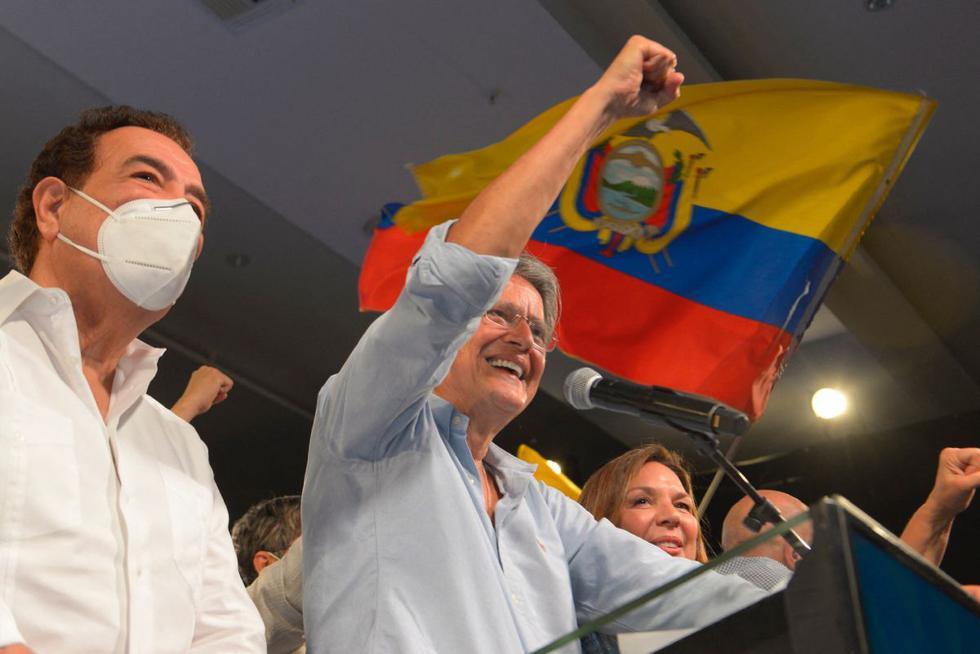 El candidato presidencial ecuatoriano Guillermo Lasso celebra su victoria tras conocer el avance de los resultados de la segunda vuelta electoral en el Centro de Convenciones de Guayaquil, Ecuador, el 11 de abril de 2021. (Foto: Fernando Mendez / AFP)