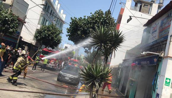 El incendio se produce en el jirón San Martín. (Foto: Municipalidad de Magdalena)