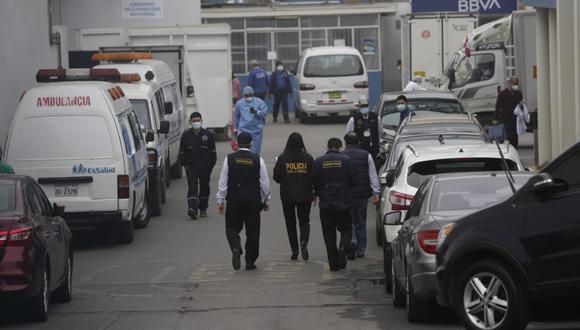 Los agentes de la Dirección Anticorrupción también allanaron algunas oficinas del hospital Guillermo Almenara. (Foto: GEC