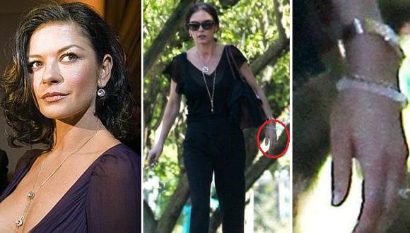 Catherine Zeta-Jones fue captada con su anillo de bodas. (TMZ)