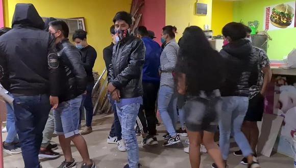 Lambayeque: las personas intervenidas no respetaban el distanciamiento social a fin de evitar posibles contagios de COVID-19. (Foto: Sandro Chambergo)