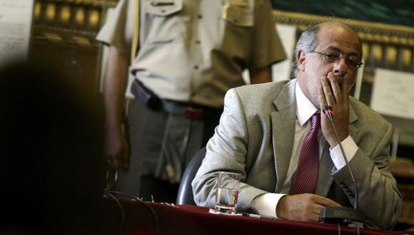 CALLEJÓN OSCURO. Abugattás deberá responder muchas interrogantes cuando retorne de Cuba. (Alberto Orbegoso)