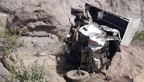 Arequipa: niño y su madre perdieron la vida tras registrarse el despiste y posterior volcadura de un volquete. (Foto: Difusión)
