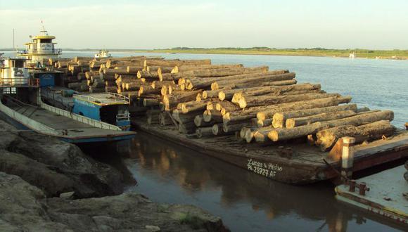 Loreto: Decomisan 9000 metros cúbicos de madera de presunto origen ilegal en dos embarcaciones fluviales.