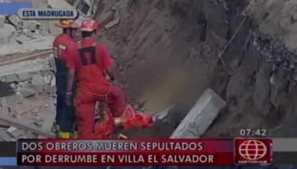 Dos obreros murieron sepultados por derrumbe en Villa El Salvador. (Captura de TV)
