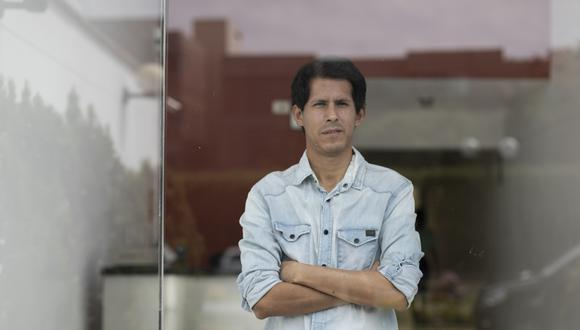 Carlos Vela es uno de los cofundadores de la editorial Pesopluma que está apostando por los e-book durante la pandemia. (Foto: Renzo Salazar)