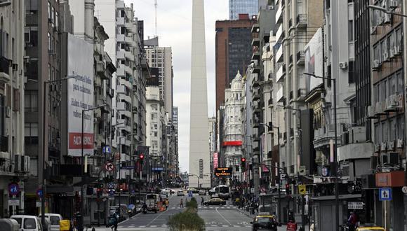 El Ejecutivo argentino dictaminó estas restricciones adicionales después de que el martes se produjera un nuevo récord de contagios de coronavirus, con 27.001 positivos. (Foto: Juan MABROMATA / AFP)
