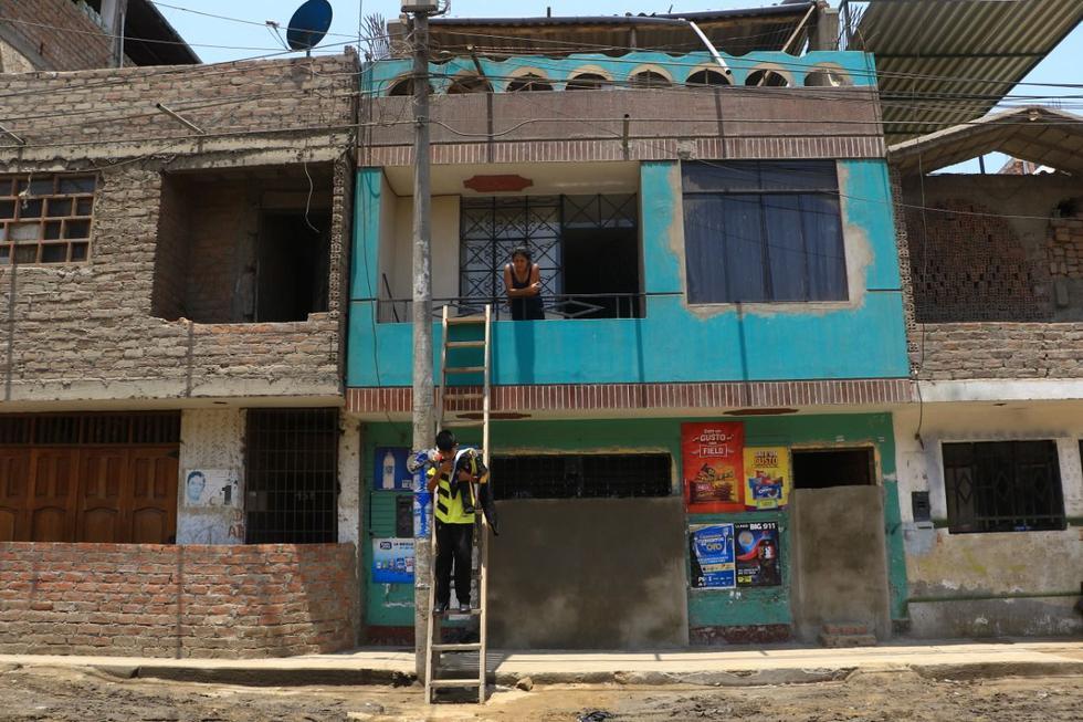 Los moradores del distrito de El Porvenir, en Trujillo, tapiaron sus  puertas y ventas ante un posible huaico. (Foto: Alan Benites/Perú21)