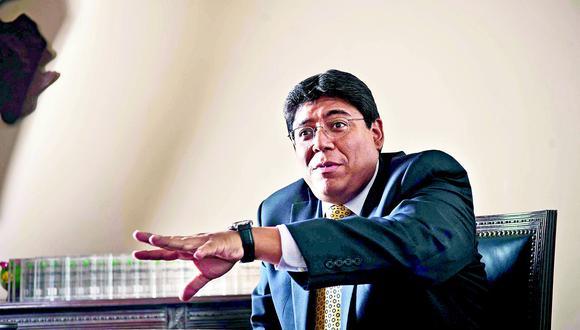 Perú va a tener que financiar sus gastos con deuda a partir del próximo año, advierte Elmer Cuba. (Foto: GEC)