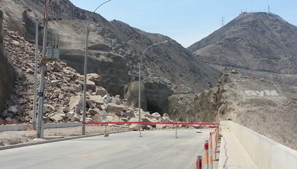 BAJO ROCAS. Las entradas de los dos túneles están bloqueadas por enormes piedras. (Ángel Arroyo)