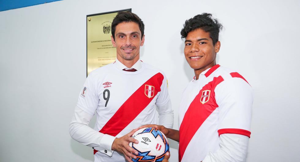 Daniel Ferreyra y Jonathan Bilbao reciben la nacionalidad peruana. (Migraciones)