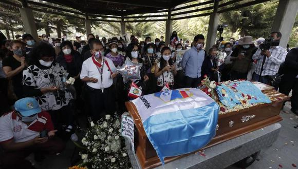 Tras ser herido durante la marcha nacional contra el régimen de Manuel Merino, el último sábado, Inti Sotelo fue llevado al hospital Emergencias Grau, pero falleció. (Fotos: Leandro Britto/@photo.gec)