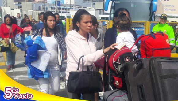 Los venezolanos abordaron un avión de la aerolínea Conviasa. (Embajada de Venezuela en Perú)