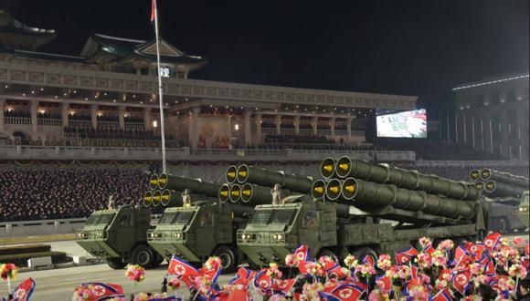 Se ven equipos militares durante un desfile militar para conmemorar el 8 ° Congreso del Partido de los Trabajadores en Pyongyang, Corea del Norte, el 14 de enero de 2021. (Foto: KCNA / REUTERS)