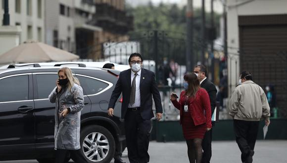 Richard Cisneros a su llegada a la sede del Palacio Legislativo. (Foto: Joel Alonzo / GEC)
