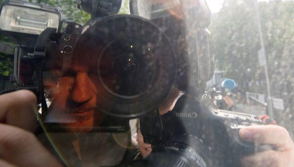 Julian Assange a su llegada al tribunal de Southwark. (Foto: EFE)