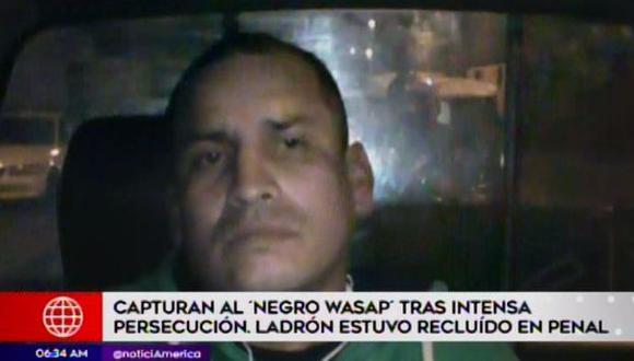 Las cámaras de seguridad de la comuna limeña permitieron ponerlo a descubierto. (Foto: Captura/América Noticias)