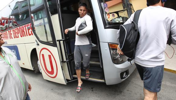 Duro viaje. Los cremas pernoctarían hoy en Sicuani  y mañana temprano irían a Espinar. (Fernando Sangama/USI)