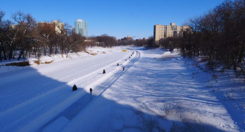 Canadá: Una de las pistas de hielo naturales más largas del mundo convierte Winnipeg. (Foto: AFP)