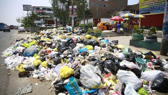 Villa María del Triunfo fue declara en emergencia ambiental ante las grandes acumulaciones de basura. (El Comercio)