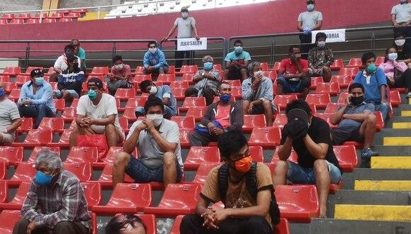 Los detenidos en La Libertad son trasladados al coliseo Gran Chimú de Trujillo. (Foto: Gobierno Regional de La Libertad)