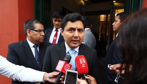 El procurador Marco Palomino presentó esta tarde el recurso al TC. (Giancarlo Ávila/GEC)