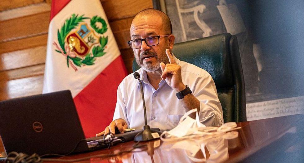 Ministro de Salud responde a observación de la Contraloría sobre la compra de mascarillas