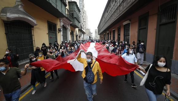 Protestas en el centro de Lima este martes tras vacancia presidencial. (Fotos: César Bueno @photo.gec)