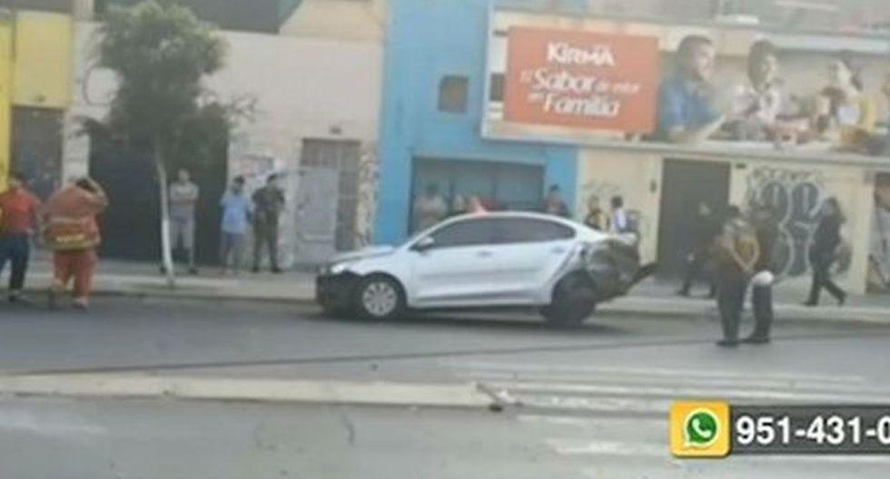 A causa del accidente, el tránsito quedó restringido en el cruce entre el jirón Arica y la avenida Jorge Chávez. (Foto: Captura/RPP)