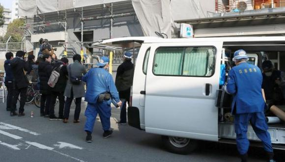 El presunto agresor tenía tres cuchillos y la policía cree que emboscó a su esposa cuando ella entró al edificio. (Foto referencial: AFP)