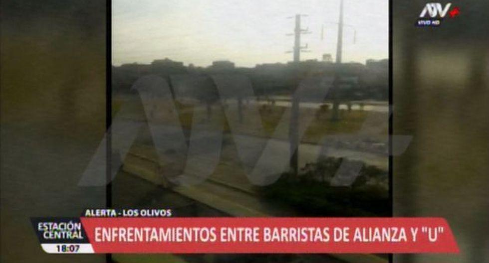 Los barristas se enfrentaron en la avenida Universitaria, en Los Olivos. (ATV+)