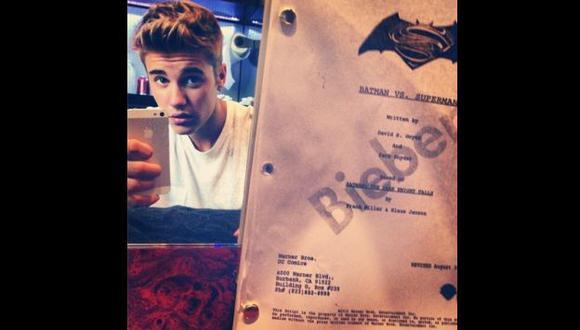 Bieber causó gran revuelo al publicar la imagen mostrando el libreto. (Instagram)