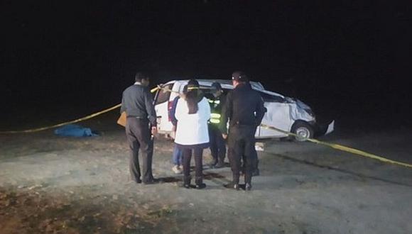 Dos médicos del Minsa fallecieron tras volcarse la camioneta en la que viajaban. Ocurrió en Tacna. (Radio Uno)