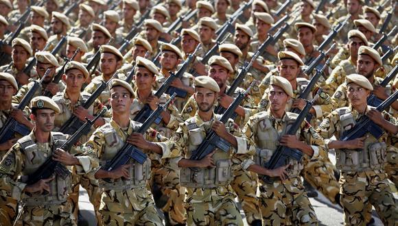 Tras restar importancia al nuevo coronavirus hasta la semana pasada, las autoridades de Irán confirmaron sus planes de movilizar a 300.000 soldados y voluntarios. Imagen de un desfile en Teherán. (AP).