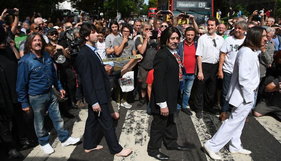 The Beatles: Fanáticos celebran el 50º aniversario de la foto de Abbey Road. (Foto: AFP)