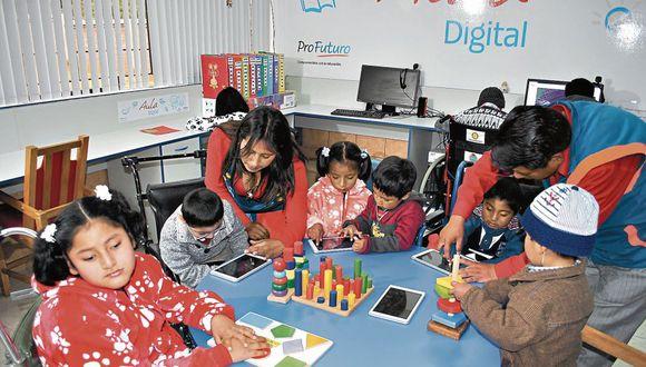 Experiencia en Cusco. Menores con parálisis cerebral aprenden interactivamente en el aula digital. (MartínSánchez)