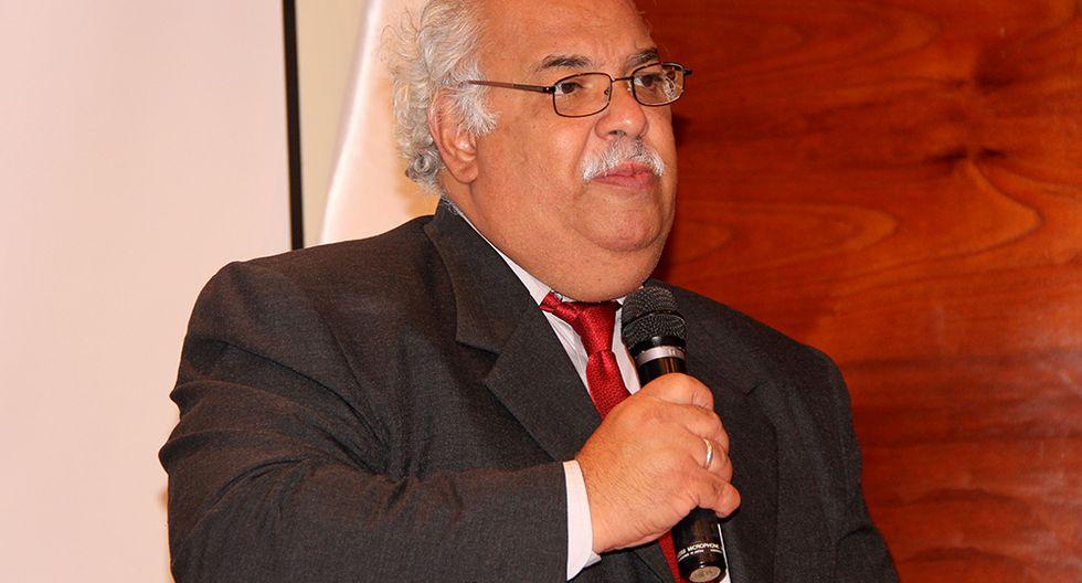 Epidemiólogo Luis Suarez habla sobre las teorías conspirativas de los colectivos antivacunas.
