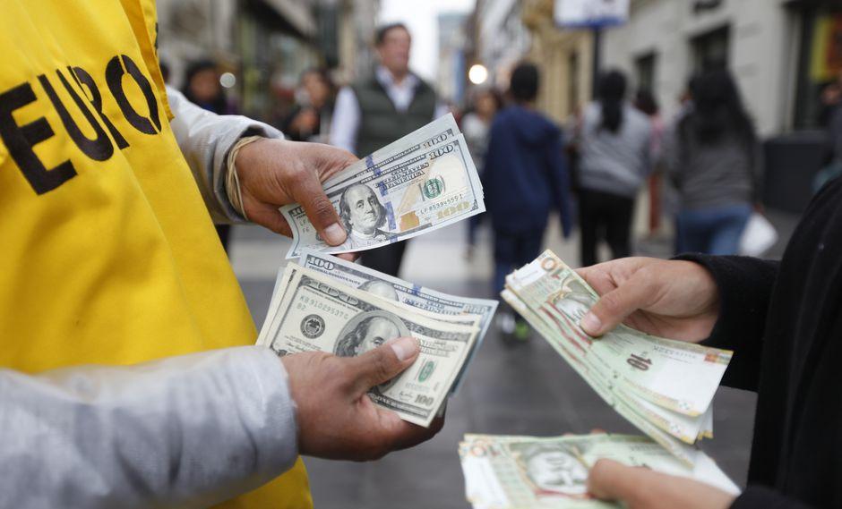 El dólar en el mercado informal se cotiza a S/ 3.33 la venta. (Foto: GEC)